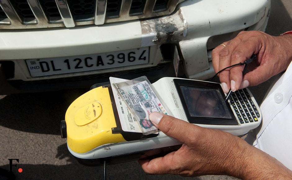 As the day progressed, traffic police, civil defence volunteers started pulling up violators of the odd-even rule and imposed a fine of Rs 2,000 as per the relevant section of the Motor Vehicles Act. Firstpost/Naresh Sharma