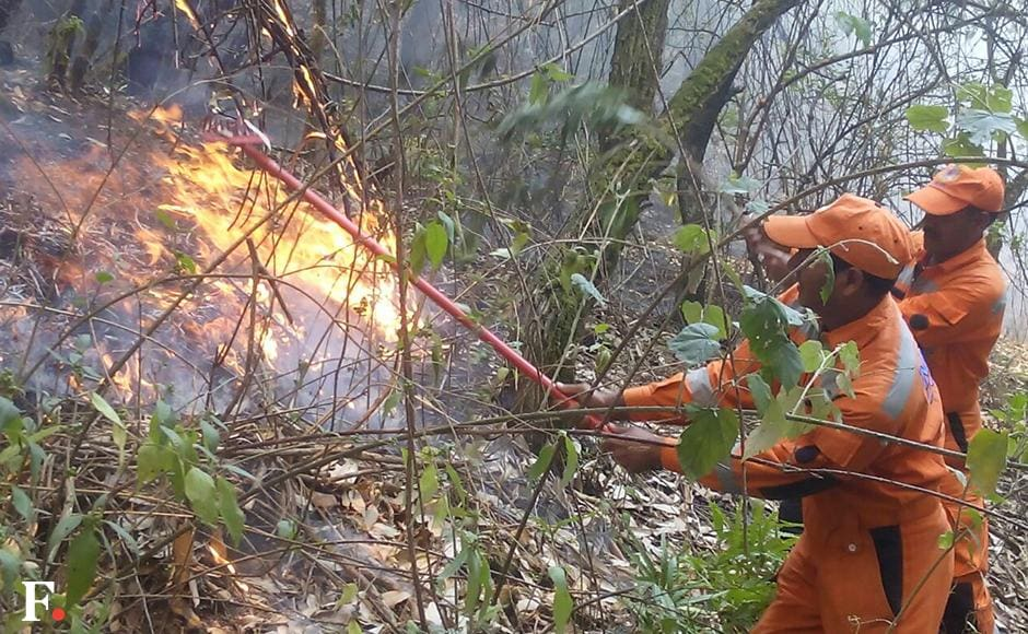 The Rudraprayag division is also taking help from the Army for fire-fighting operations. Image courtesy: NDRF.