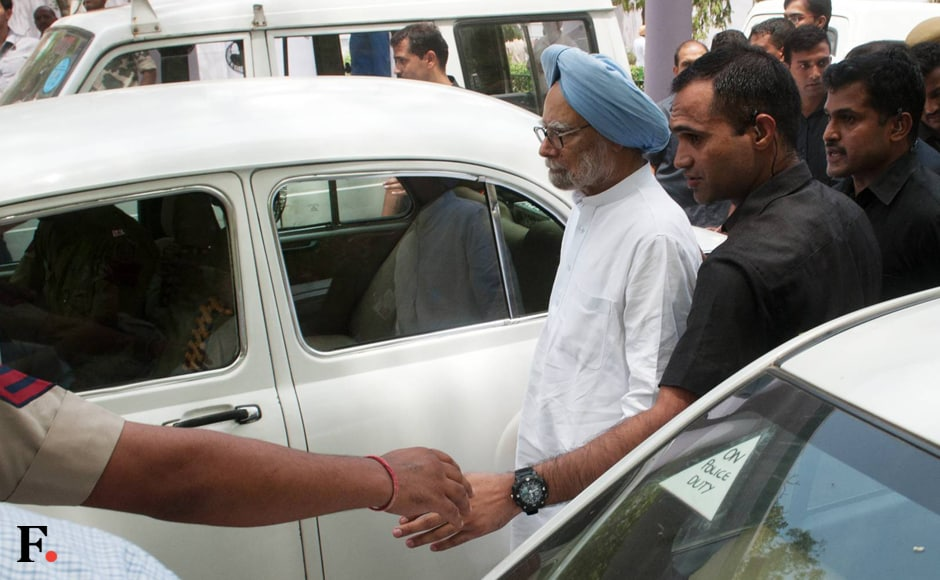 Former Prime Minister Manmohan Singh on his way to the march. Naresh Sharma/Firstpost