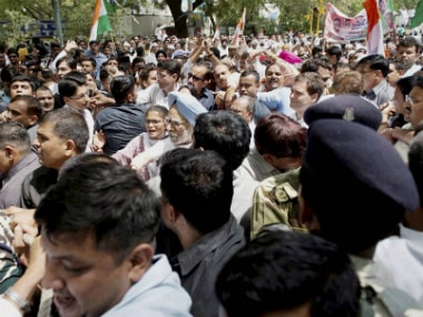 Former Prime Minster Manmohan Singh, Congress vice-president Rahul Gandhi and other senior Congress leaders at their 'Loktantra Bachao March' (Save Democracy March) at Jantar Mantar in New Delhi on Friday. PTI