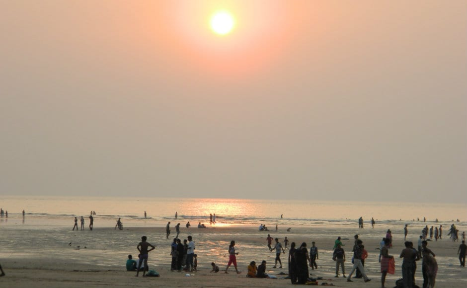 Juhu: To the South of Andheri, Juhu is a famous tourist spot in Mumbai. Known for its beach and Amitabh Bachchan's home, everyone who visits the city definitely makes a trip to this place. Being a prime location in Mumbai, the residential prices in Juhu are on the costly side.