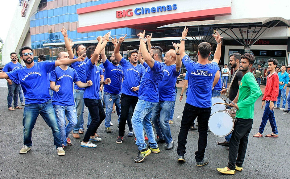 "A group of moviegoers sported special t-shirts with slogans like ""True Salmaniacs"" and ""Being Sultan Fans"" as they went in for the First Day-First Show of 'Sultan'. Photo from Solaris Images"