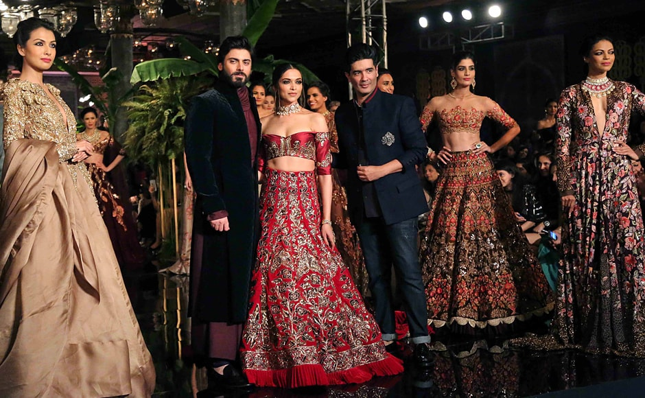 Manish Malhotra weaves \'A Persian Story\' at Day 1 of India Couture Week