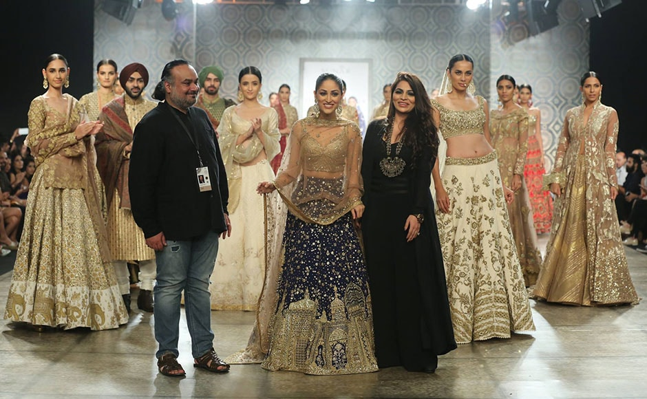 Yami Gautam became the showstopper for designer duo Rimple and Harpreet Narula in an unconventional coloured bridal lehenga and paired it with a light gold choli with a beautiful embellished dupatta. Facebook/ Fashion Design Council of India