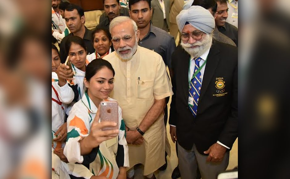PM Modi also obliged the athletes with selfies at the Manekshaw Centre. They were seen taking his autographs as well. Photo: PIB /Twitter