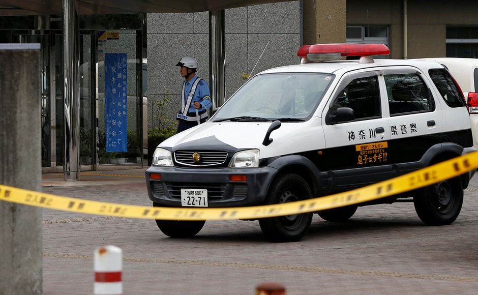 A police officer stands guard in front of a facility for the disabled, where a deadly attack by a knife-wielding man took place, in Sagamihara, Kanagawa prefecture, Japan, 26 July, 2016. Reuters/Issei Kato