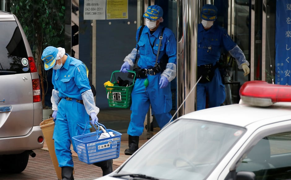 Police officers investigate at a facility for the disabled, where a deadly attack by a knife-wielding man took place, in Sagamihara, Kanagawa prefecture, Japan, 26 July, 2016. Reuters/Issei Kato