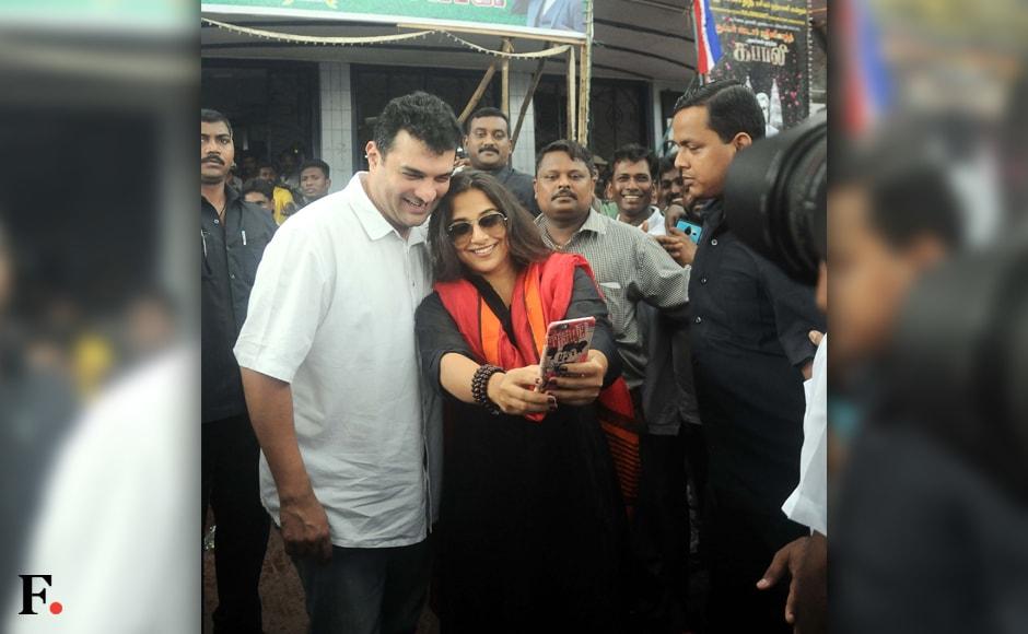 Vidya Balan, Sidharth Roy Kapur take a selfie before wacthing 'Kabali'. Sachin Gokhale/Firstpost