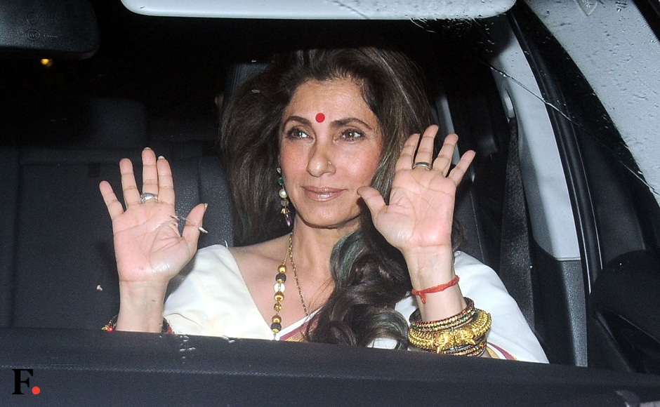 Dimple Kapadia waves to mediapersons. Sachin Gokhale/Firstpost