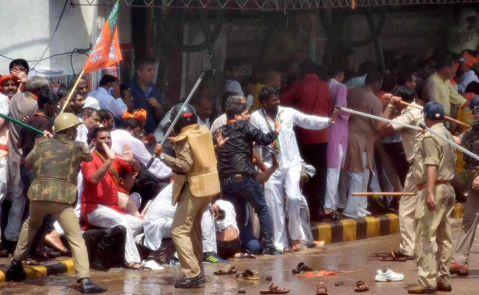 Some among the protestors pelted stones at police personnel, injuring a few of them, including Hazratganj Circle Officer Ashok Verma, and a media photographer. Photo: PTI