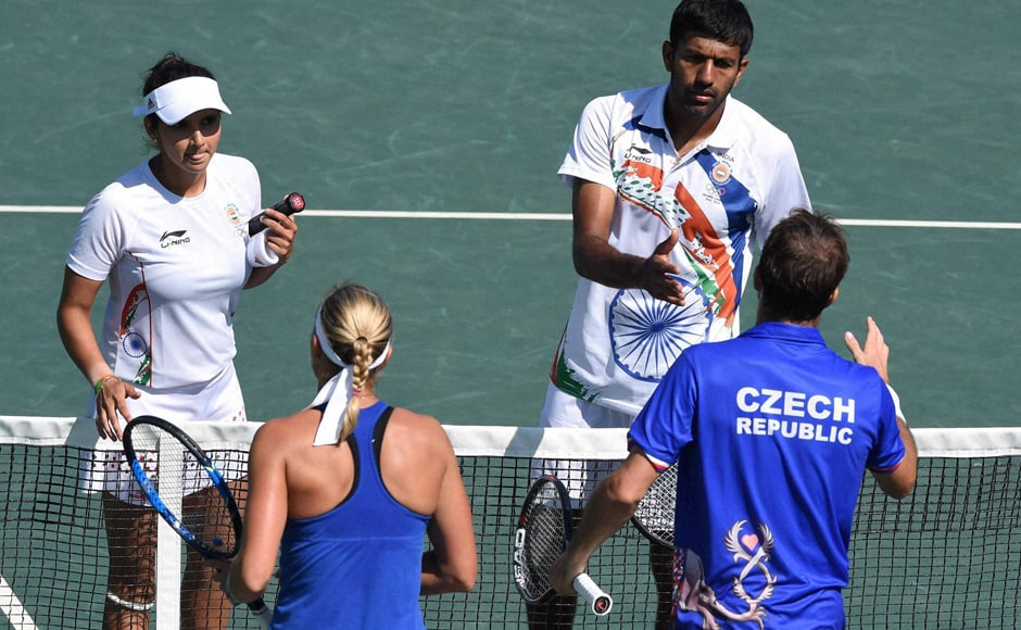 India's strongest chance of a podium finish were dashed when Sania Mirza-Rohan Bopanna lost in straight sets to Lucie Hradecka-Radek Stepanek of the Czech Republic in the play-off for the mixed doubles bronze medal. PTI