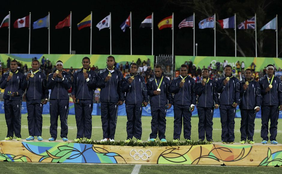 2016 Rio Olympics - Rugby - Men's Victory Ceremony - Deodoro Stadium - Rio de Janeiro, Brazil - 11/08/2016. Fiji's players pose with their gold medals. REUTERS/Phil Noble (BRAZIL - Tags: SPORT OLYMPICS SPORT RUGBY) FOR EDITORIAL USE ONLY. NOT FOR SALE FOR MARKETING OR ADVERTISING CAMPAIGNS. - RTSMSOT