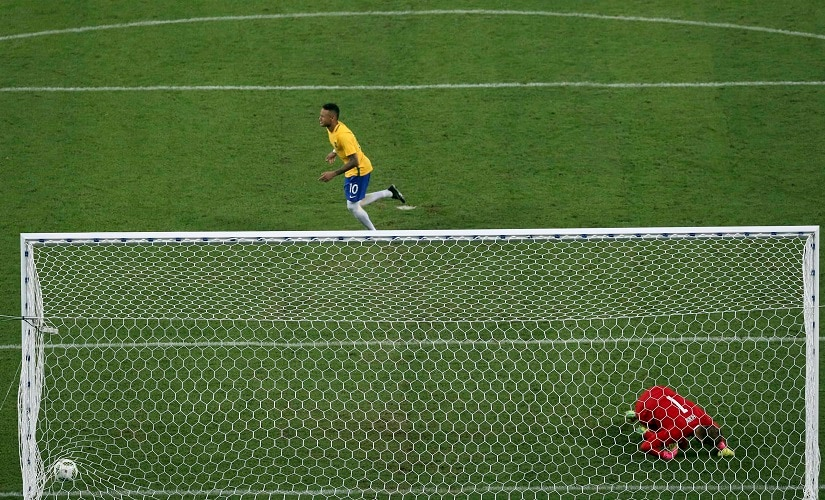 2016 Rio Olympics - Soccer - Final - Men's Football Tournament Gold Medal Match Brazil vs Germany - Maracana - Rio de Janeiro, Brazil - 20/08/2016. Neymar (BRA) of Brazil after scoring the last penalty of the match. REUTERS/Fernando Donasci FOR EDITORIAL USE ONLY. NOT FOR SALE FOR MARKETING OR ADVERTISING CAMPAIGNS. - RTX2MDLX