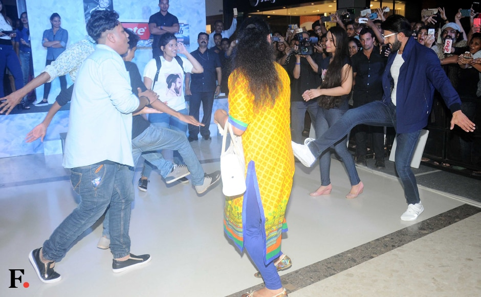 Ranveer dances with his fans in a mall interaction. Sachin Gokhale/Firstpost