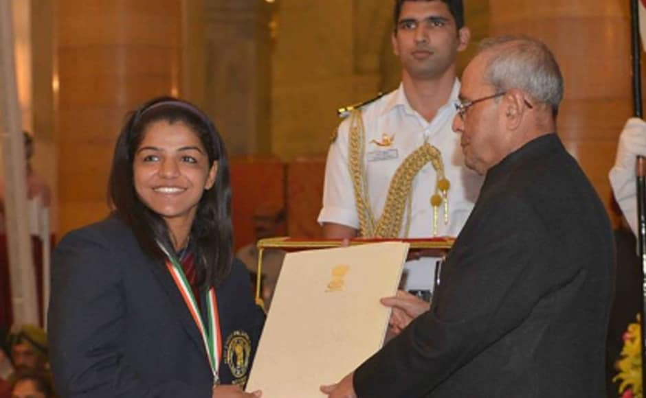 Sakshi Malik ended India's long wait for a medal at Rio Olympics. Sakshi Malik smiles as she is conferred the prestigous Rajiv Gandhi Khel Ratna Award by President of India. Image: PIB_India Twitter