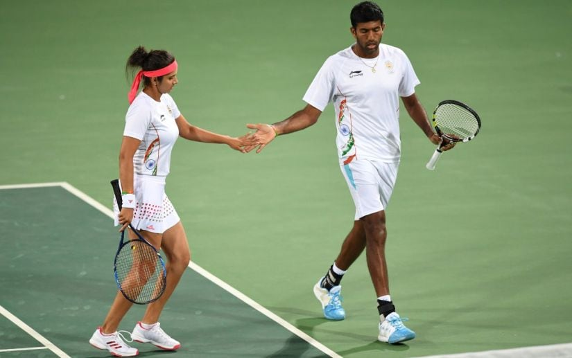 India's Sania Mirza (L) and India's Rohan Bopanna react after winning a point against Britain's Heather Watson and Britain's Andy Murray during their mixed doubles quarter-final tennis match at the Olympic Tennis Centre of the Rio 2016 Olympic Games in Rio de Janeiro on August 12, 2016. / AFP PHOTO / Martin BERNETTI