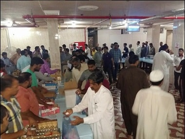 Indian community in Saudi Arabia distribute food to the migrant workers under the Indian Consulate in Jeddah. Twitter/@CGIJeddah