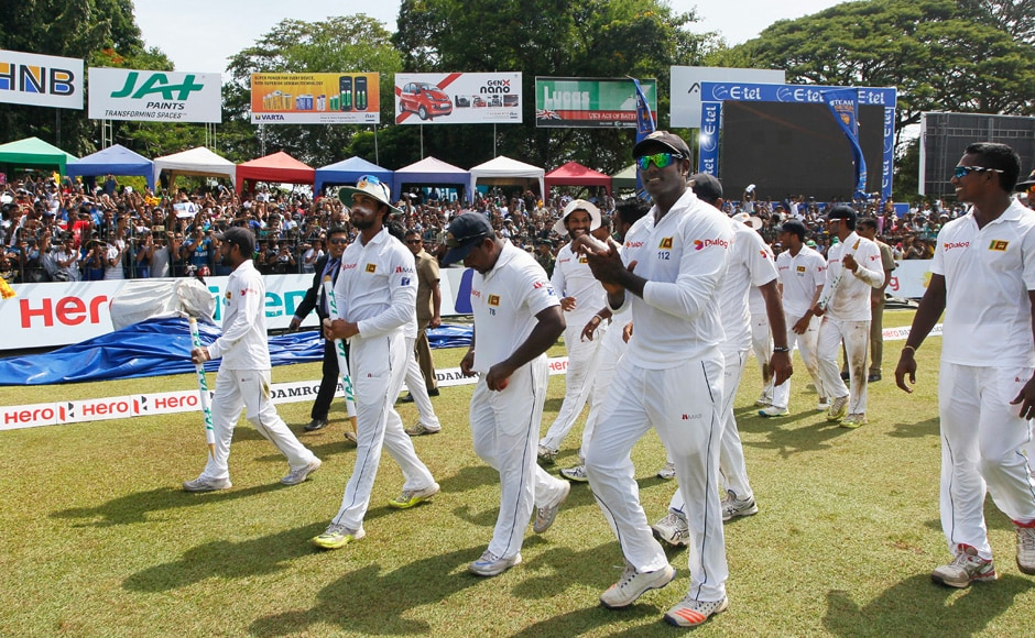 Sri Lankan cricketers walk around the stadium to the cheering crowds to celebrate their historic win over Australia. (Photo courtesy: AP)