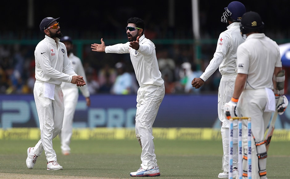 India's Ravindra Jadeja, centre, and Virat Kohli,left, appeal for wicket of New Zealand Tom Latham on the second day of their cricket test match at Green Park Stadium in Kanpur, India, Friday, Sept. 23, 2016.AP