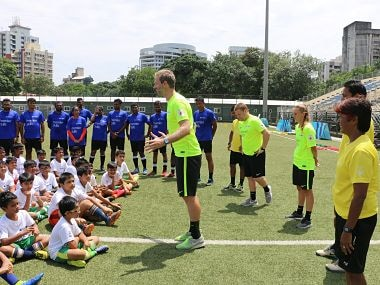 Jeremy Weeks, Premier Skills Head Coach addressing kids at the workshop alongside coaches of grassroots clubs. Image Courtesy: ISL
