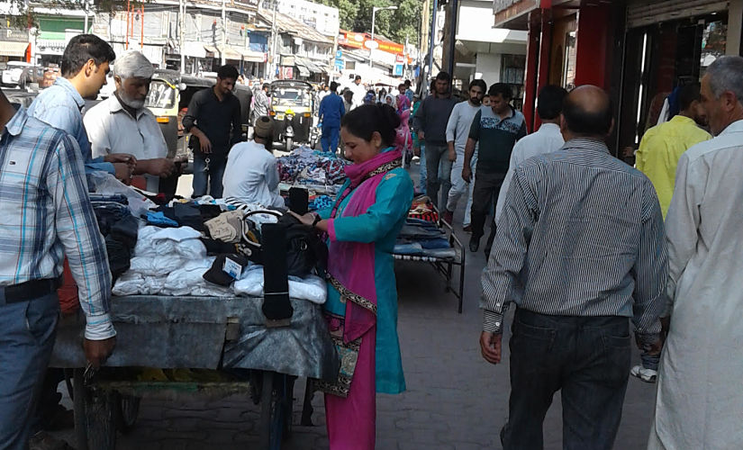 The crowded markets in Srinagar. Image: Ishfaq Naseem / Firstpost