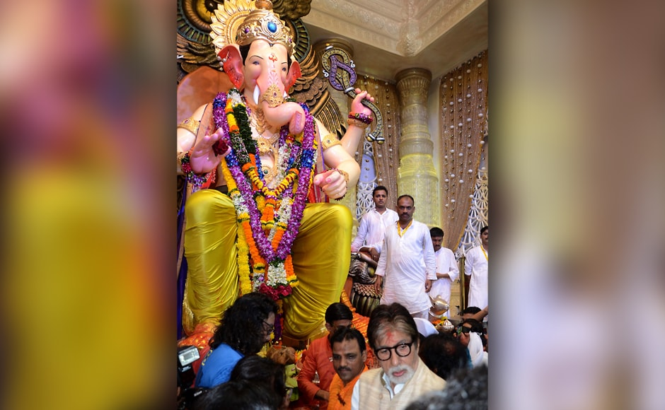 Amitabh Bachchan visits Lalbaugcha Raja to offer prayers on the occasion of Ganesh Chaturthi in Mumbai, India. (SOLARIS IMAGES)