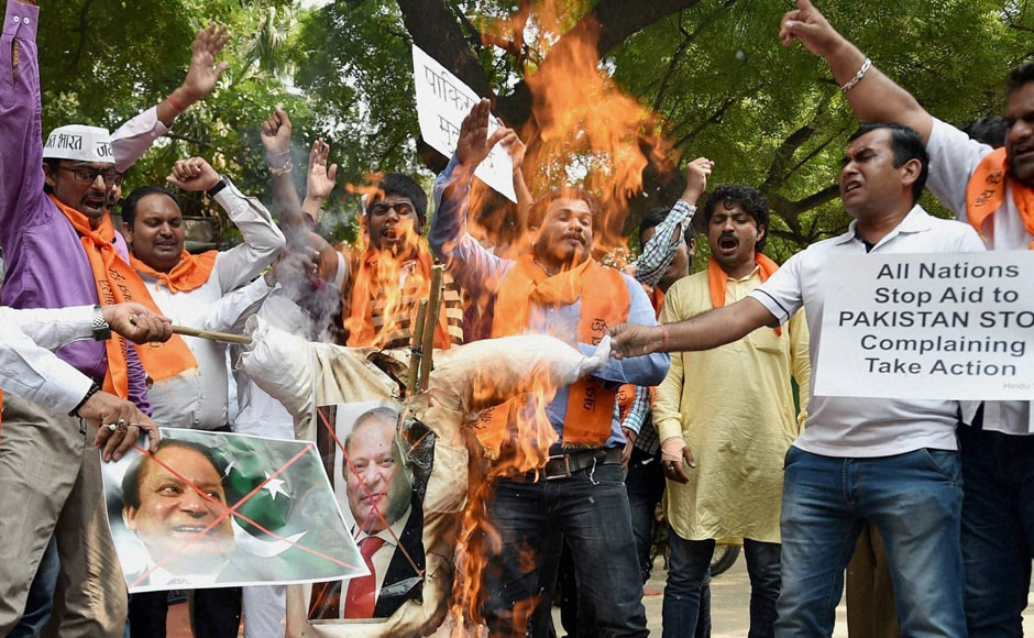 "Pakistan refuted as ""unfounded and premature"" India's charge that it was behind the attack. Activists of Hindu Sena burnt the effigy of Pakistan's PM Nawaz Sharif during the protest. Photo: PTI"