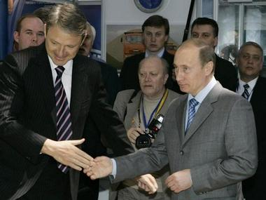 """Russia's Prime Minister Vladimir Putin (R) and Governor of the Krasnodar region Alexander Tkachev (L) shake hands at the opening of the """"Transport of Russia"""" exhibition, at the Black Sea resort of Sochi May 20, 2008. REUTERS/Dmitry Lovetsky/Pool (RUSSIA)"""