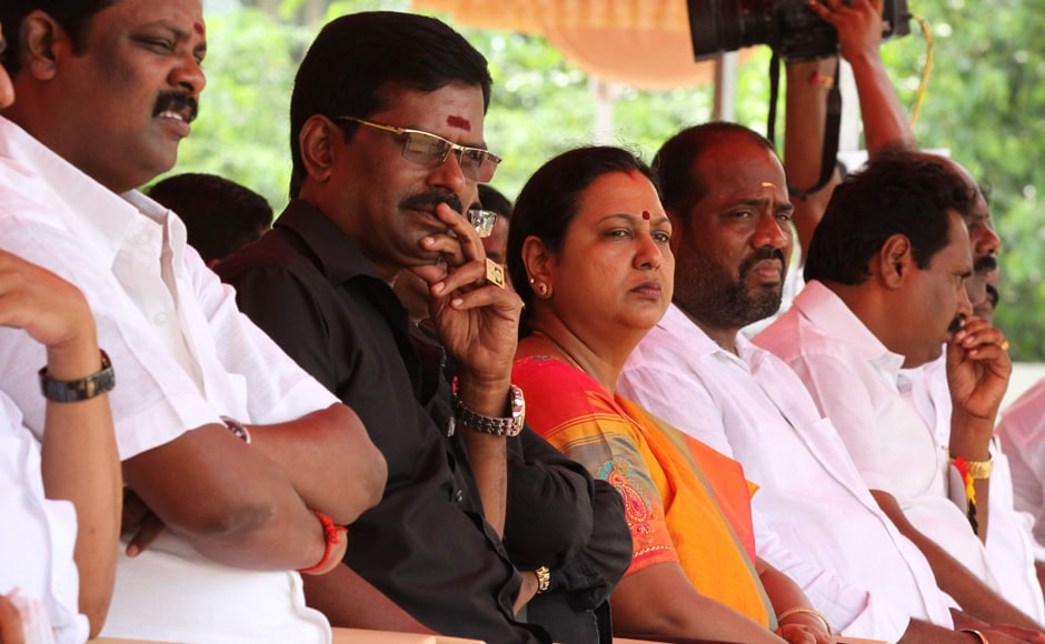 Opposition parties on Friday extended support to a day long bandh called by various farmers' and workers' bodies over the raging Cauvery dispute. V Srinivasulu