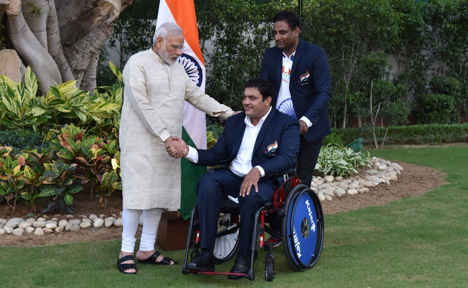 PM Narendra Modi greets Virender, who represented India in the men's javelin throw. Image courtesy: Twitter/@narendramodi