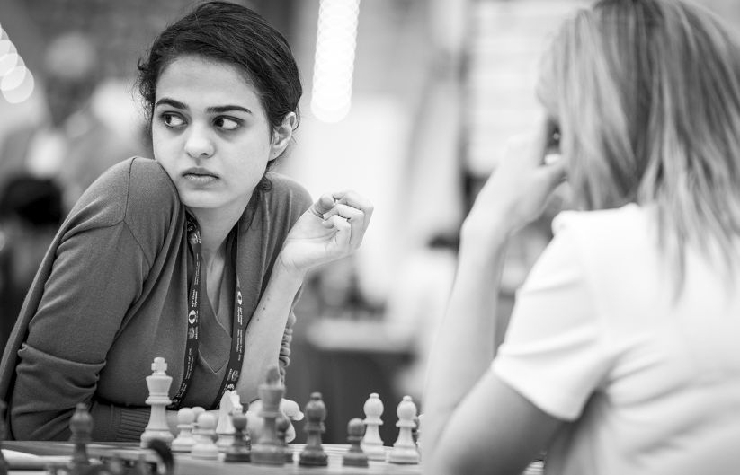 Indian IM Tania Sachdev in action, scoring a crucial win to enable her team draw with Ukraine in the penultimate round. Image Courtesy: David Llada