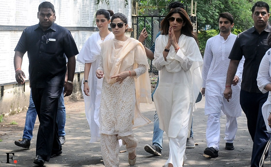 Shilpa and Shamita Shetty performed the last rites for their father Surendra Shetty in Mumbai on Wednesday, 12 October, morning. Surendra Shetty passed away after suffering cardiac arrest on Tuesday at home. Image by Sachin Gokhale/Firstpost