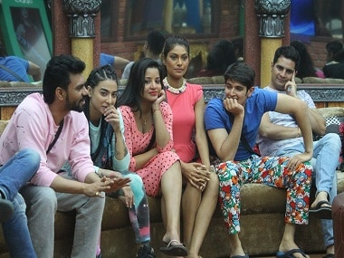 Bigg Boss Season 10 Episode 3, 19th October: War of words continues; Monalisa wants to quit