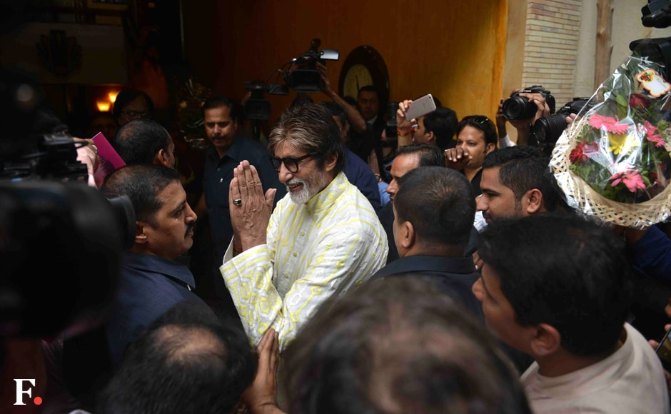 Amitabh Bachchan greets his fans at his bungalow Jalsa. Sachin Gokhale/Firstpost