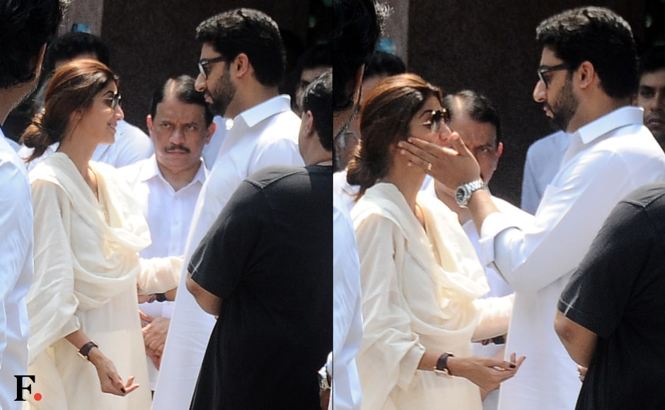 Shilpa Shetty was seen exchanging a few words with Abhishek Bachchan, who tried to console her. Image by Sachin Gokhale/Firstpost