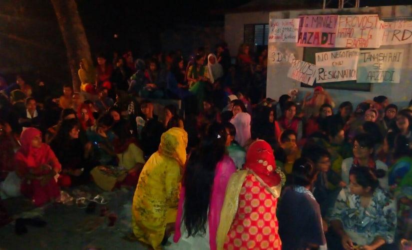 Women protesting at Aligarh Muslim University. Firstpost/Shishir Tripathi