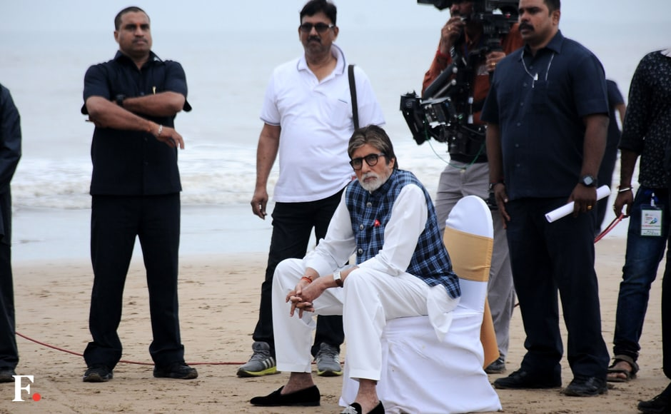 In a gap in the programme, Big B got a chance to take a quick rest before it was time to get back to work. Image by Sachin Gokhale/Firstpost