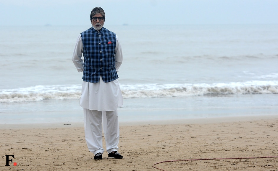 In a crisp white kurta and jacket combination, Bachchan Sr looked every inch the patrician ambassador for the Banega Swachh India movement. Image by Sachin Gokhale/Firstpost