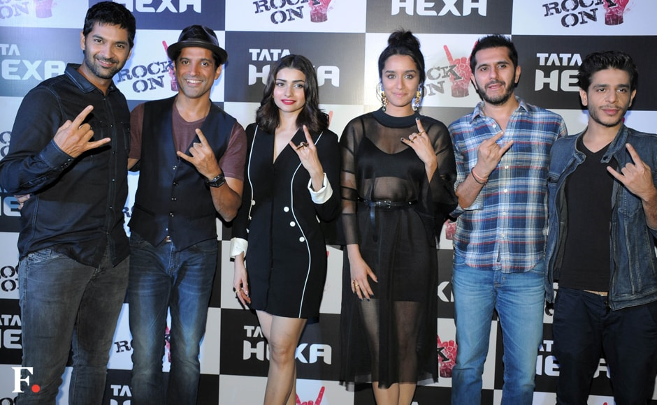 The cast of Rock On 2 with producer Riteish Sidhwani. Sachin Gokhale/Firstpost