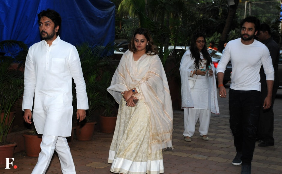 Politician Dheeraj Deshmukh with wife Deepshika Bhagnani and brother-in-law Jackky Bhagnani arrive at the prayer meet of Shilpa Shetty's father in Mumbai.  Sachin Gokhale/Firstpost
