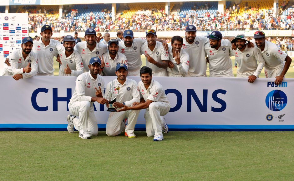 Cricket - India v New Zealand - Third Test cricket match - Holkar Cricket Stadium, Indore, India - 11/10/2016. India's players pose with the trophy after winning the test series. REUTERS/Danish Siddiqui - RTSRR33
