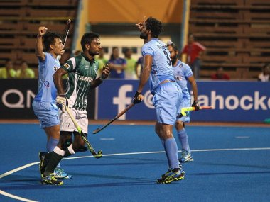 India in action against Pakistan in the Asian Champions Trophy. Image courtesy: Twitter/@TheHockeyIndia