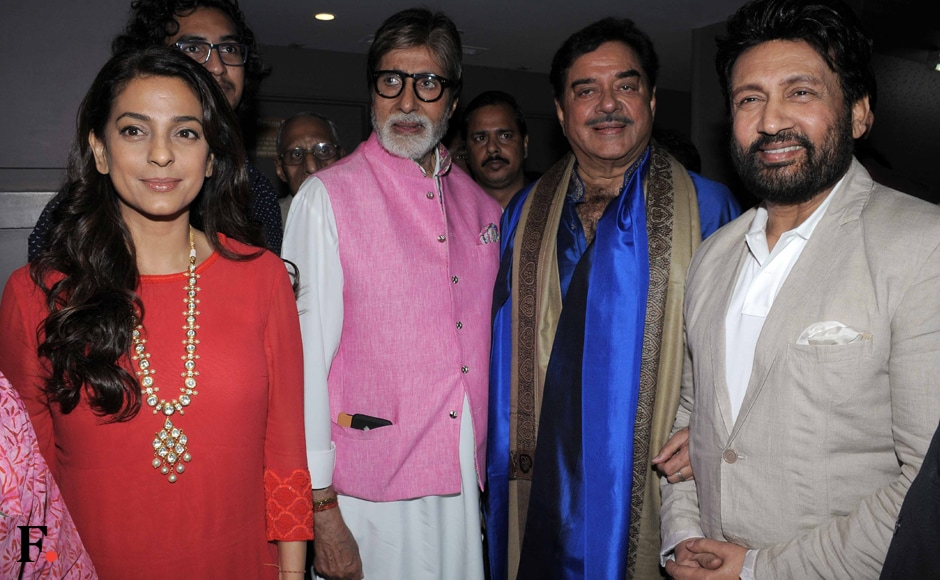 Amitabh and Shatrughan posing with Juhi Chawla and Shekhar Suman after the play. Sachin Gokhale/Firstpost