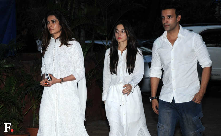 Television actors Karishma Tanna, Sanjeeda Sheikh with husband Aamir Ali were also present to pay their last respects. Sachin Gokhale/Firstpost