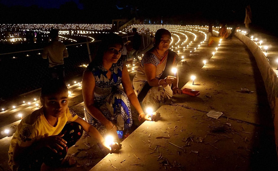 """Sportspersons lighting candles to paying tribute to Indian soldiers """"Ek Diya Shaheedon Ke Naam"""" on the eve of Diwali festival at a stadium in Varanasi on Saturday. (Photo: PTI)"""