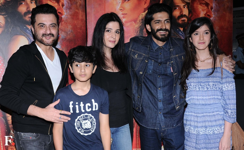 Harsh's uncle Sanjay Kapoor came along with wife Maheep and their kids Shanaya and Jahaan. Image by Sachin Gokhale/Firstpost