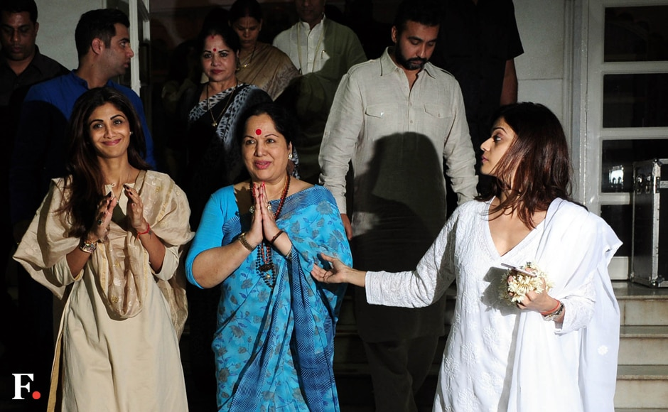 Shilpa Shetty welcomes guests with mother Sunanda, sister Shamita and husband Raj Kundra. Sachin Gokhale/Firstpost