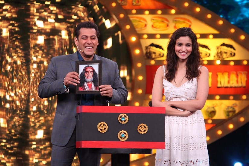 Alia Bhatt along with host Salman Khan on Bigg Boss 10 (1)