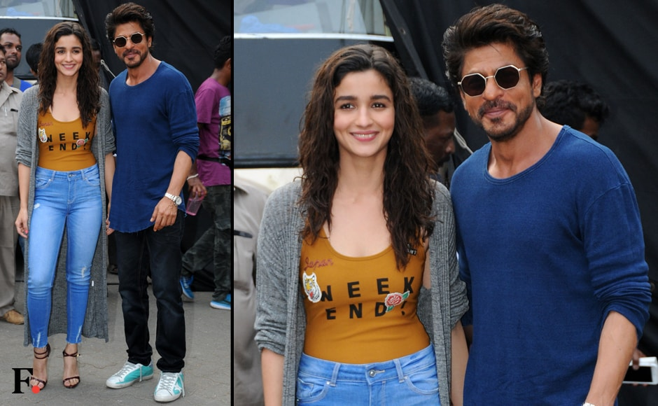 Alia Bhatt and Shah Rukh Khan, who have been on a promotional roll for their upcoming film Dear Zindagi, were also seen at Mehboob Studios. Unlike Jacqueline and Hritihk, SRK and Alia played it casual. Image by Sachin Gokhale/Firstpost