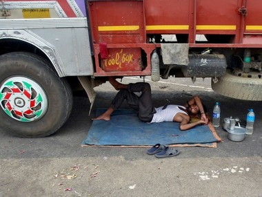 A driver sleeps under a parked truck on a hot summer day on the outskirts of Agartala, India, May 12, 2016. REUTERS/Jayanta Dey - RTX2DZGW